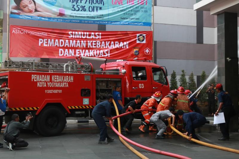Fire Drill Simulation Jadi Agenda Rutin Grand Aston Yogyakarta